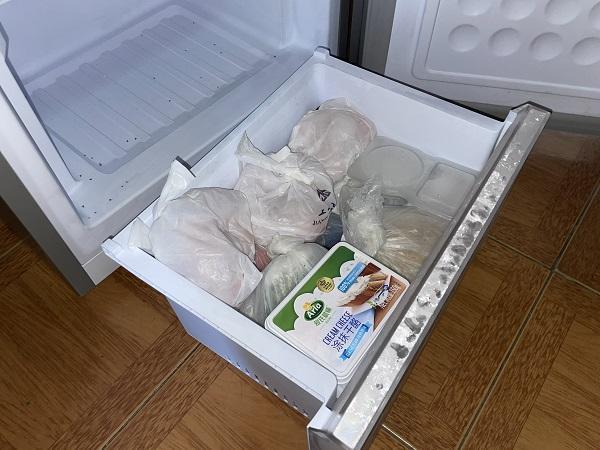 """伊莱克斯新冰箱内现大量死虫,厂方人员表示""""从来没遇到过"""""""
